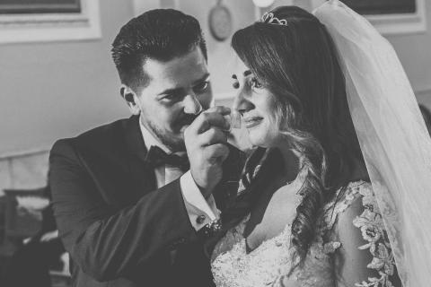 lacrima della sposa in chiesa dopo lo scambio delle fedi