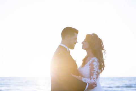 tramonto romantico degli sposi scattata in maniera reportage
